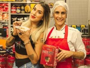 Dani Bolina em Santos: lançando suplementos nutricionais