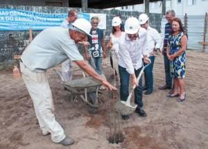 Prefeito Alberto Mourão: início às obras da quadra poliesportiva