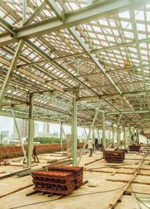 5º andar Ala B: estrutura metálica está 70% concluída