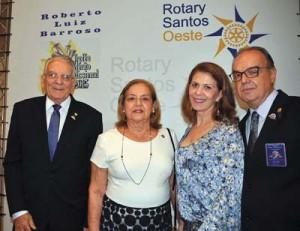 Roberto Barroso e a esposa Isa, Clô e Hamilton Costa Jr.