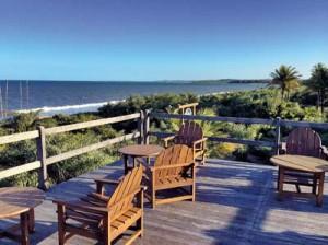 De frente para praia tranquila, uma das mais bonitas do Brasil...